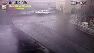 イタリア高架橋崩落の瞬間 防犯カメラがとらえた映像