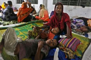 Ratusan ribu warga Bangladesh telah diungsikan ke tempat perlindungan topan.