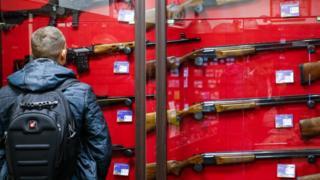 Вице-спикер Госдумы Ирина Яровая подготовила законопроект об ужесточении правил выдачи разрешения на оружие