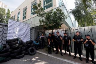 Police at fence next to Inter TV building, 5 Sep 16