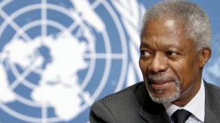 United Nations (UN) Secretary General Kofi Annan smiles in front of UN logo at a news conference 21 November 2006