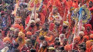 印度安拉阿巴德印度教聖者參與大壺節前「王室進城」巡遊(2/1/2019)
