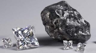 Le diamant Sewelô (à droite)