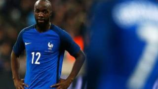 Lassana Diarra aurait été pressenti pour renforcer l'entrejeu du PSG.