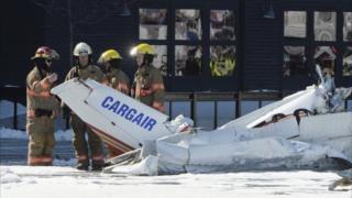 Пожарные на месте падения самолета