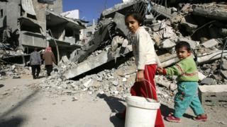 غزة تتعرض للقصف من وقت لآخر