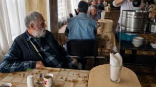 Пенсионер за едой