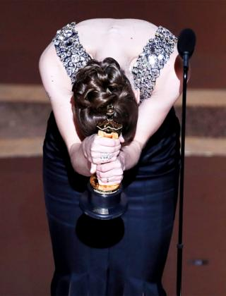 in_pictures Hildur Guonadottir bows with her Oscar