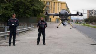 Полицейские в Италии с дороном