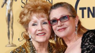 Debbie Reynolds (left) and Carrie Fisher