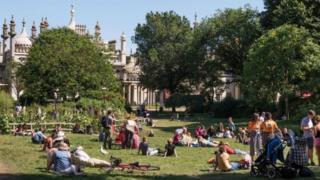 """Vườn hoa Royal Pavilion tại Brighton đang chịu vấn nạn quy hoạch """"tạp nham"""""""