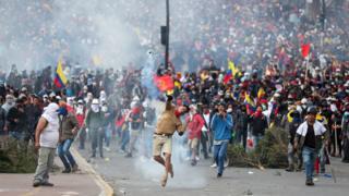 Miles de manifestantes en Quito