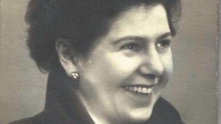 'Tôi thích trở thành một biểu tượng của giới đồng tính ở tuổi 91,' - cựu công chức cao cấp Anh Quôc, Barbara Hosking
