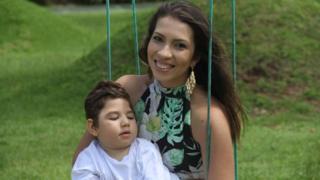 Débora Gabriella de Lima e Cauã, de quatro anos