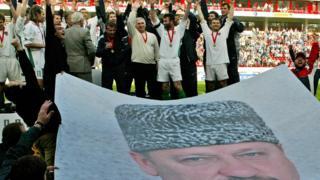 """Футболисты """"Терека"""" на стадионе и портрет Кадырова"""