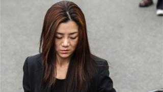 '물벼락 갑질'로 물의를 일으킨 조현민 전 대한항공 전무(35)가 1일 오전 서울 강서경찰서에서 피의자 신분으로 출석하고 있다