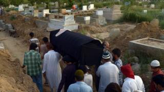 کراچی کا قبرستان( فائل فوٹو)