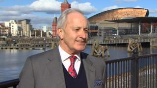 Neil Hamilton: Yn ôl yng Nghymru