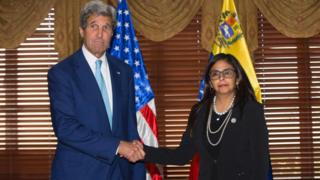John Kerry y Delcy Rodríguez