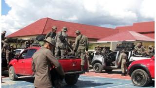 Pasukan Brimob dari Timika tiba di Wamena untuk mengamankan situasi di Kabupaten Nduga, Papua.