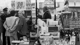 Belgian police officers and investigators arriving at the Delhaize supermarket in Aalst, Flanders, following an attack by the Brabant gang (file photo from 1985)