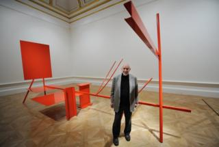 Anthony Caro with his sculpture Early One Morning at the Royal Academy of Arts in London, 18 January 2011.