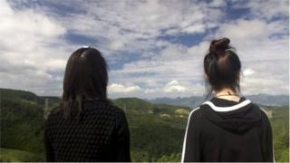 নিরাপদ অবস্থানে যাওয়ার পরে চীনের দিকে তাকিয়ে অতীতের কথা ভাবছেন দেশত্যাগী দুই কোরিয়ান নারী
