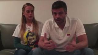 Leopoldo López junto a su esposa Lilian Tintori en un video difundido esta semana.