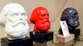 Разноцветные головы Маркса