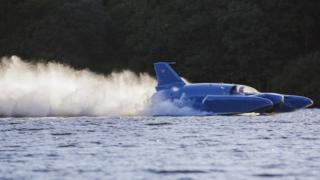 Bluebird running on Loch Fad in August 2018