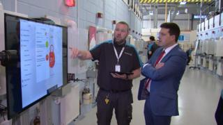 Jamie Hepburn on visit to Scottish Gas training academy