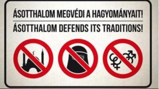 Letrero en Asotthalom que prohíbe las mezquitas, los velos islámicos y las demostraciones de afecto públicas entre homosexuales.