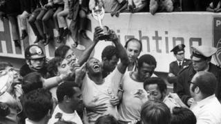 پله و برزیل با سومین قهرمانی، جام ژول ریمه را برای همیشه به خانه بردند