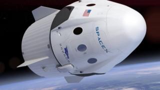 طرحی از فضاپیمای کرو دراگن شرکت اسپیس ایکس متعلق به ایلان ماسک، میلیاردر و مدیرعامل تسلا