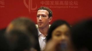 Madaxa Facebook Mark Zuckerber ayaa dhawaan la kulmay hogaamiyaha Shiinaha Xi Jinping, wuxuuna wakhti galiyay barashada afka Mandarin ee Shiinaha looga hadlo.