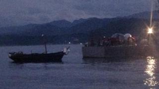 한국군이 NLL 인근에서 예인 조치한 북한 소형 목선