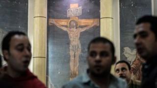 กลุ่มที่เรียกตนเองว่ารัฐอิสลาม (ไอเอส) อ้างว่าเป็นผู้บงการก่อเหตุระเบิดที่โบสถ์คริสต์คอปติกสองแห่ง