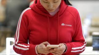 華為的業務受到多國制裁,其中由美國,英國,澳大利亞和新西蘭組成的五眼情報聯盟警惕華為技術進入西方5G網。
