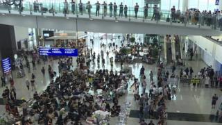 ဟောင်ကောင်လေဆိပ်မှာ ဒုတိယမြောက်နေ့အဖြစ် ဆက်လက် ဆန္ဒပြ