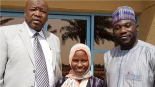Zainab tare da jami'an ofishin jakadancin Najeriya a Jidda