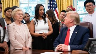 Trump menemui korban persekusi agama di Gedung Putih 17 Juli 2019.