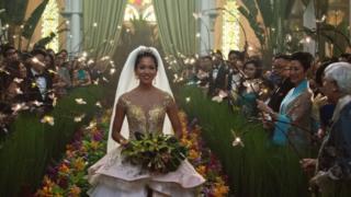 Crazy Rich Asians là phim Hollywood lớn đầu tiên có dàn diễn viên chính gốc Á kể từ sau phim The Joy Luck Club
