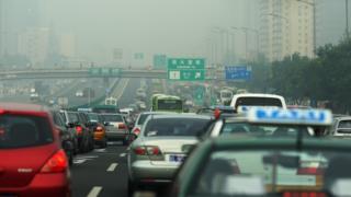 中国は環境汚染対策として電気自動車の普及を図っている