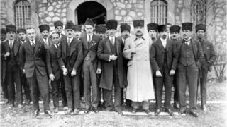 Kurtuluş Savaşı sırasında Atatürk ve Meclis üyeleri