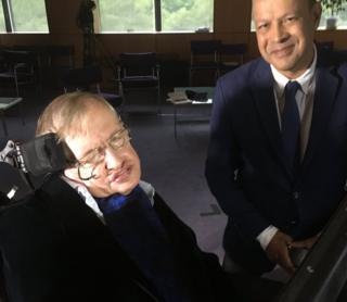 Stephen Hawking y Pallab Ghosh