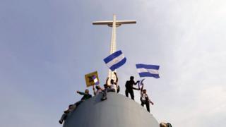 Соборний хрест у Манагуа