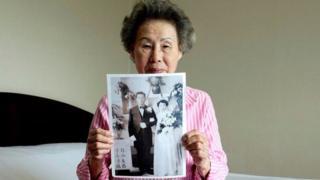 မြောက်ကိုရီးယား ဆွေမျိုးတွေကို ပြသမယ့် မင်္ဂလာပွဲ ဓာတ်ပုံ