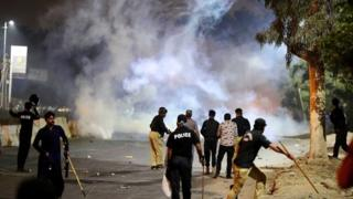 Police fire tear gas to disperse supporters of cleric Khadim Hussain Rizvi in Karachi, Pakistan. Photo: 23 November 2018