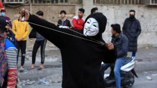 متظاهرون وسط العاصمة العراقية بغداد يوم الجمعة