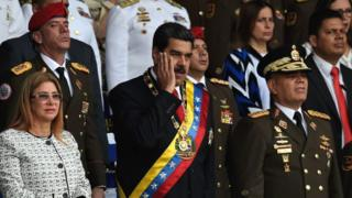 Cilia Flores, Nicolás Maduro y el ministro de Defensa Vladimir Padrino durante el evento este sábado.